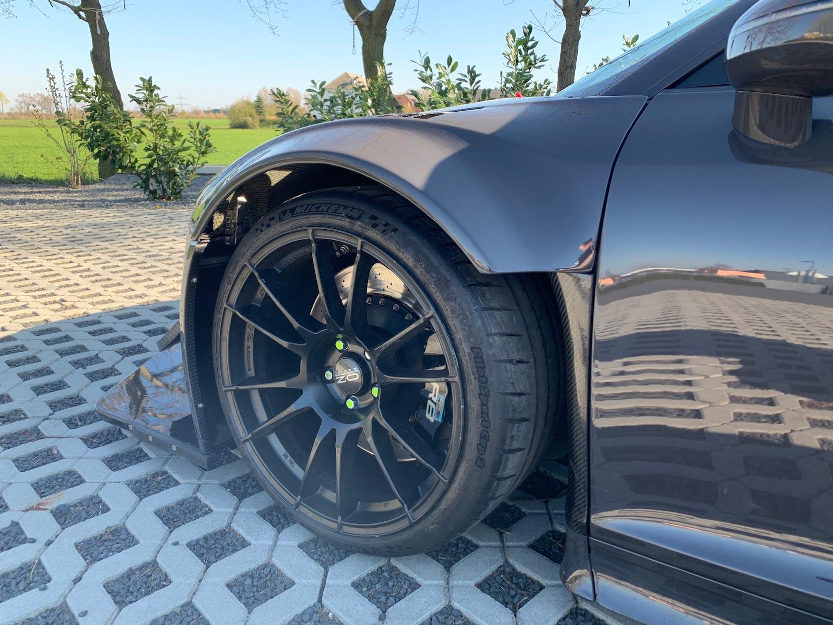 Audi-R8-V10-KR-01